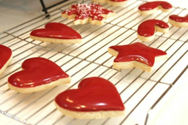 20 Valentine's Day Treats To Make with www.thebearfootbaker.com