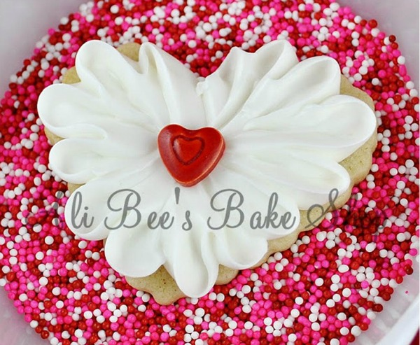 20 Valentine's Day Treats for Everyone via thebearfootbaker.com