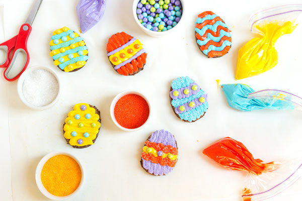 Easter Egg Brownies via thebearfootbaker.com