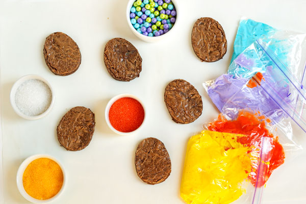 Easy Easter Brownies via www.thebearfootbaker.com
