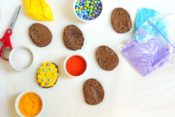 Easy Easter Egg Brownies by thebearfootbaker.com