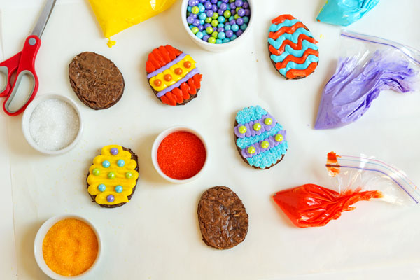 Easy Easter Egg Brownies with thebearfootbaker.com