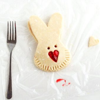 Step-by-Step-Tutorial-for-Simple-Cute-Easter-Bunny-Hand-Pies-at-www.thebearfootbaker.com_