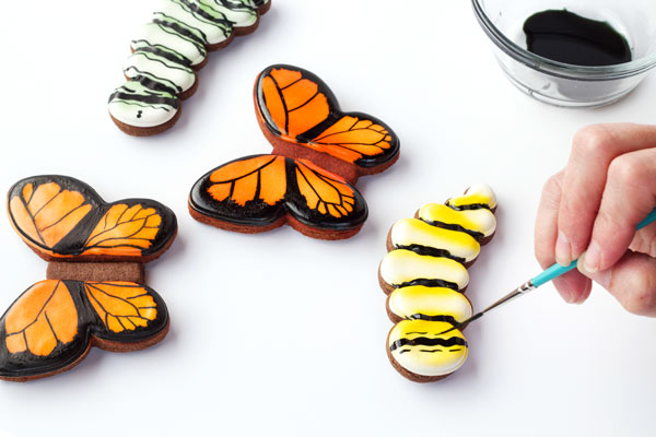 Easy Butterfly Cookies Decorated with Royal Icing-Tutorial with www.thebearfootbaker.com