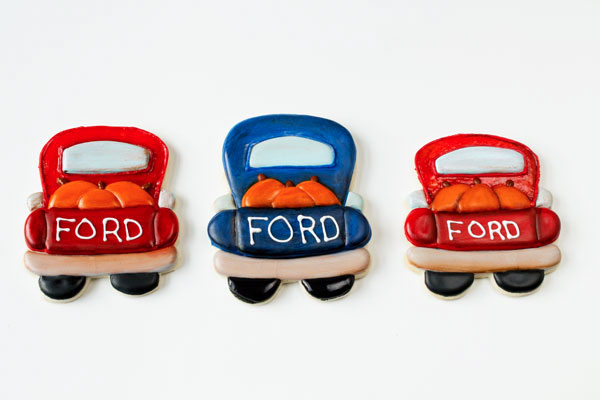 Father's-Day-Cookie-Ideas---Vintage-Truck-by-www.thebearfootbaker.com