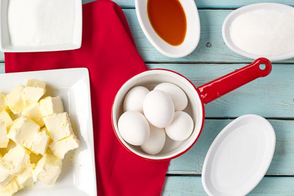 Italian-Buttercream-Recipe-via-www.thebearfootbaker.com