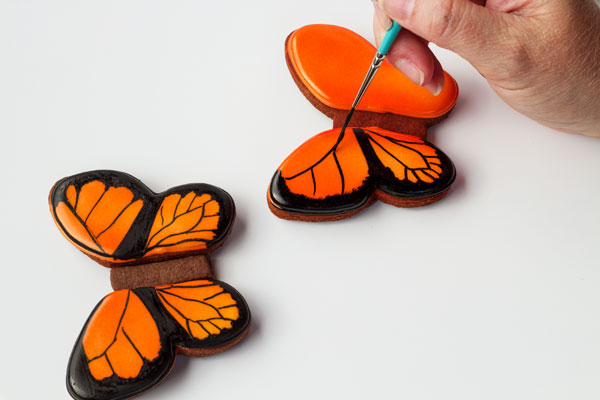 Simple Butterfly Cookies - Follow this simple step by step tutorial on how to make beautiful butterfly cookies www.thebearfootbaker.com