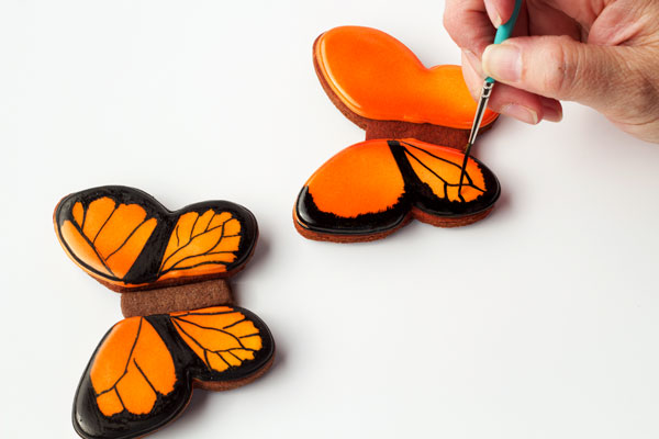 Simple Butterfly Cookies - step by step tutorial on how to make beautiful butterfly cookies with thebearfootbaker.com