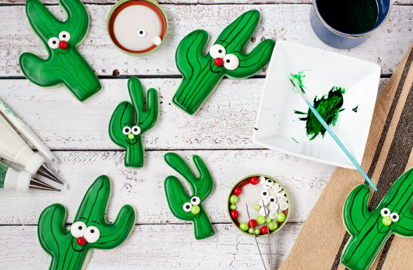 Simple Cactus Cookies Tutorial with a Video via www.thebearfootbaker.com
