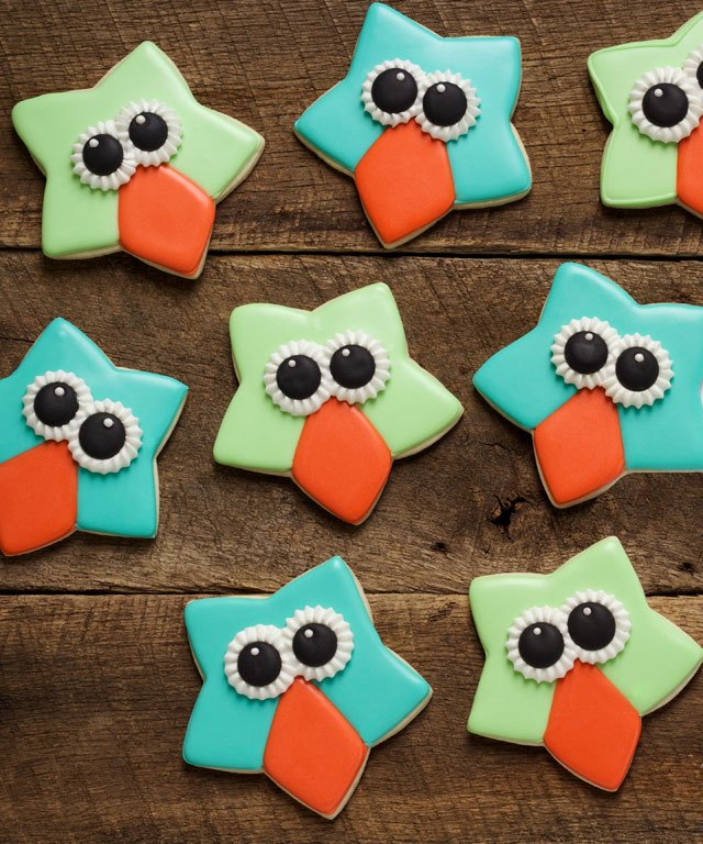 Cute Easy Owl Cookies with a Star Cookie Cutter via www.thebearfootbaker.com