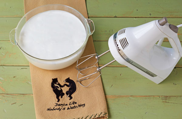 How to Make Royal Icing with a Hand-Mixer-thebearfootbaker.com