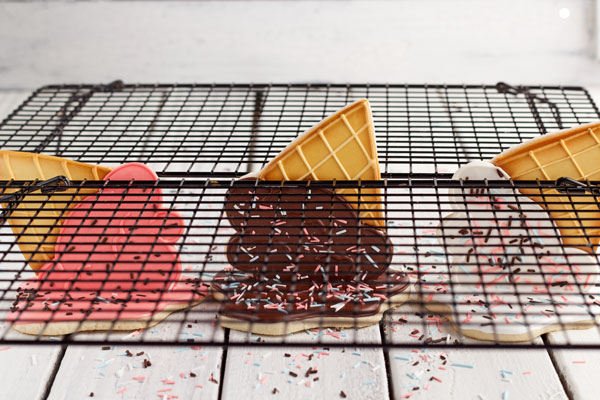 Easy Ice Cream Cone Cookies by www.thebearfootbaker.com