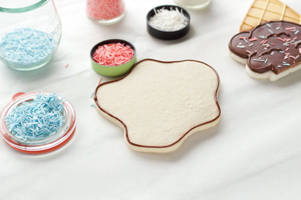 How to make simple ice cream cone cookies thebearfootbaker.com