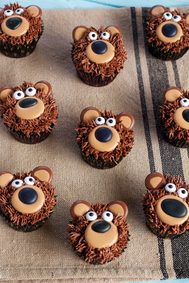 """Bear-Cupcakes-with-Royal-Icing-Transfers"""