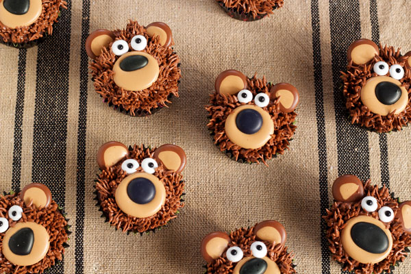 Simple Bear Cupcakes with www.thebearfootbaker.com