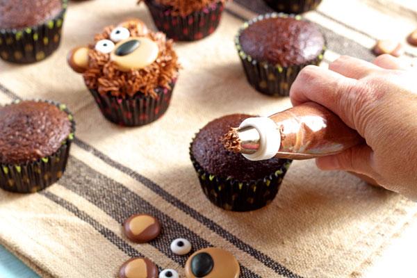 Simple Bear Cupcakes www.thebearfootbaker.com
