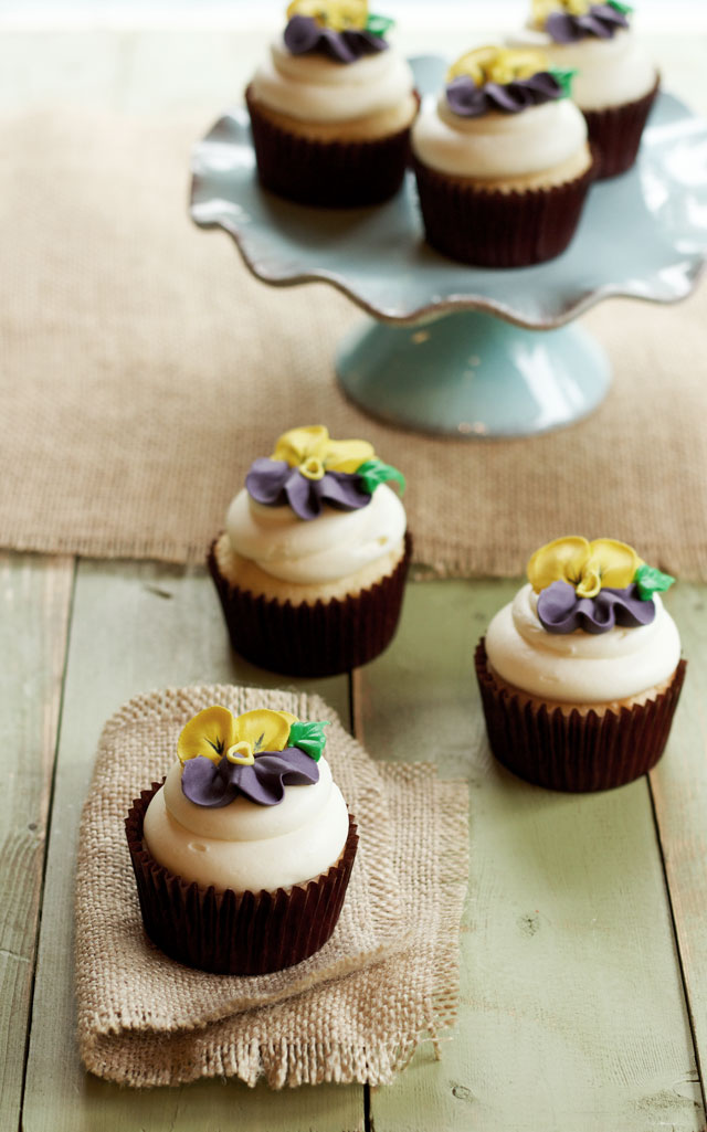 Cupcakes with Icing Pansies via www.thebearfootbaker.com