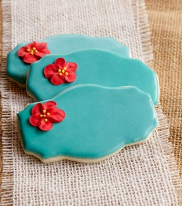 Easy Edible Apple Blossom Flowers - Simple sugar cookies decorated with royal icing via www.thebearfootbaker.com