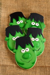 Easy Frankenstein Cookies for Halloween - Sugar cookies decorated with royal icing by thebearfootbaker.com