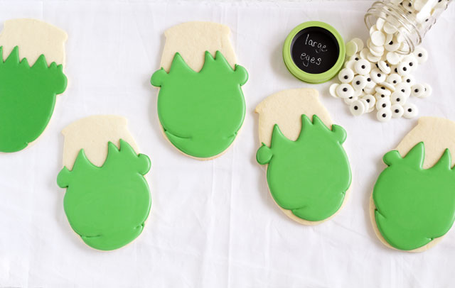 Easy Frankenstein Cookies for Halloween - Sugar cookies decorated with royal icing with www.thebearfootbaker.com