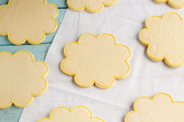 Easy Sunflower Cookies by www.thebearfootbaker.com