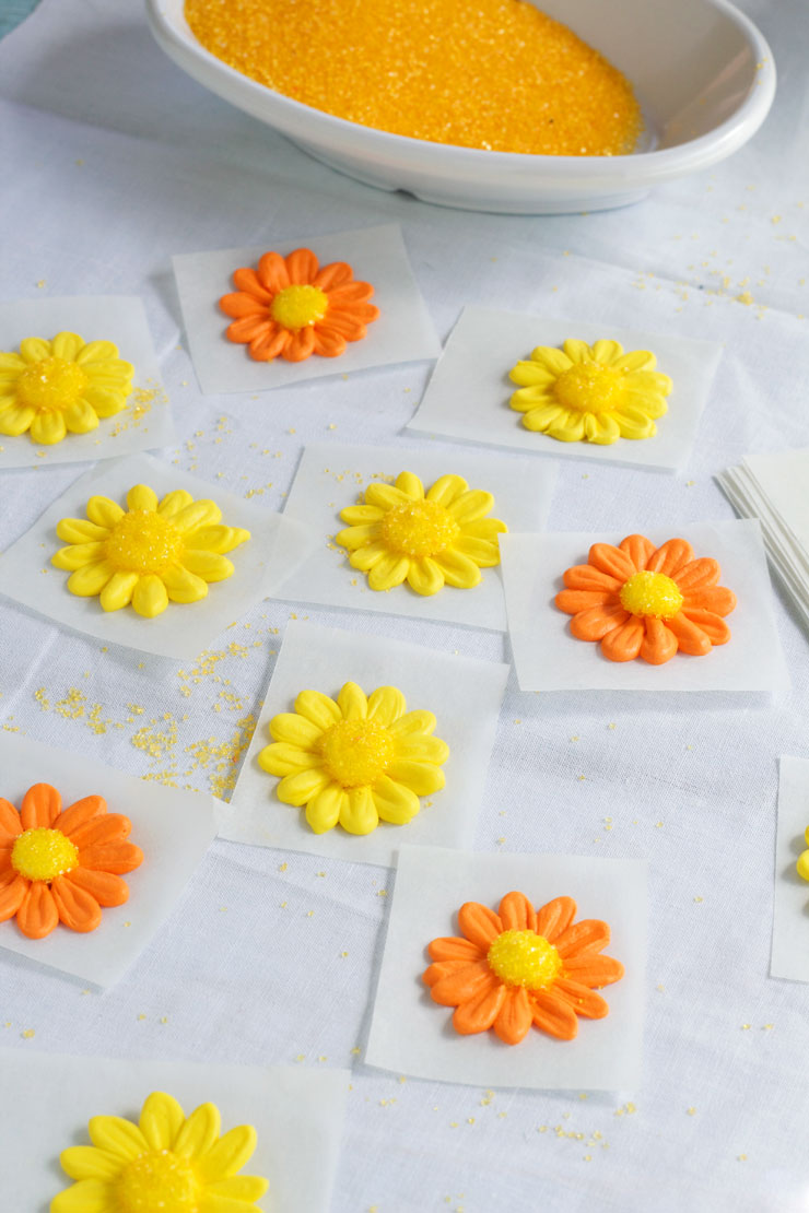 Icing Daisy Tutorial with Video