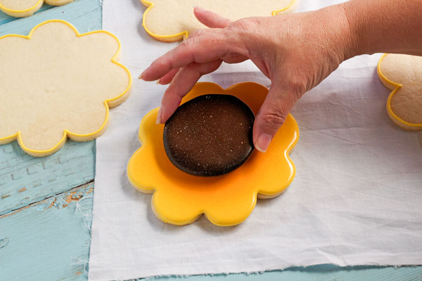 Simple Sunflower Cookies by www.thebearfootbaker.com