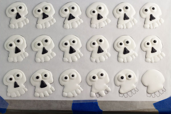 Skull Royal Icing Transfers www.thebearfootbaker.com