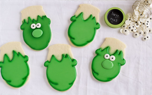 Very Easy Frankenstein Cookies for Halloween - Sugar cookies decorated with royal icing via www.thebearfootbaker.com
