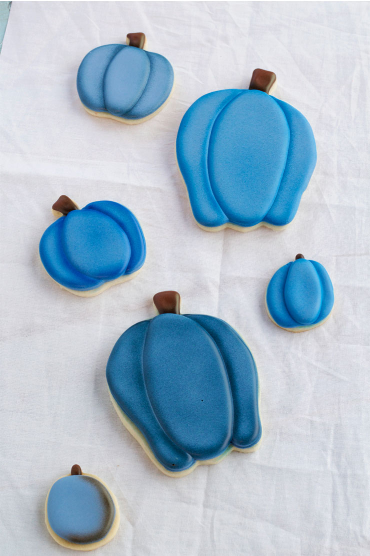 Airbrushing Cookies Tip - What Color Do I Use with www.thebearfootbaker.com