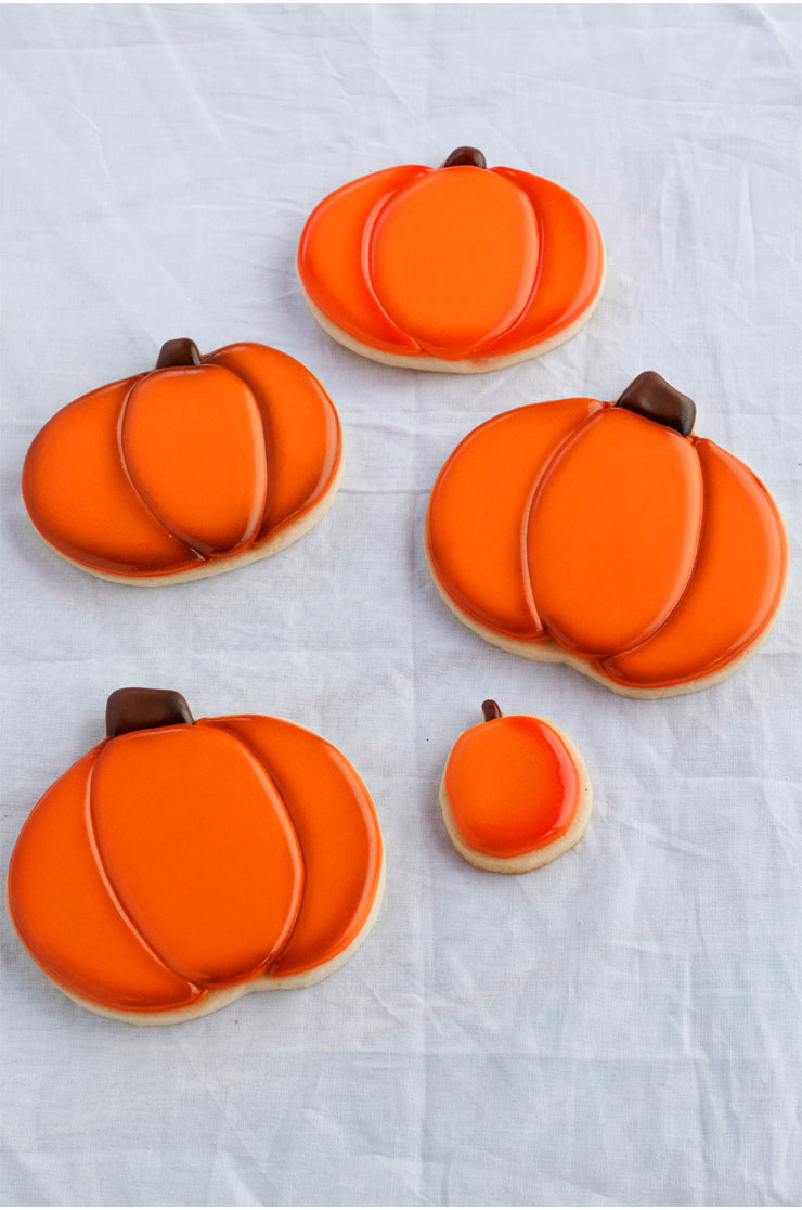 Airbrushing Cookies Tip - What Color Do I Use www.thebearfootbaker.com