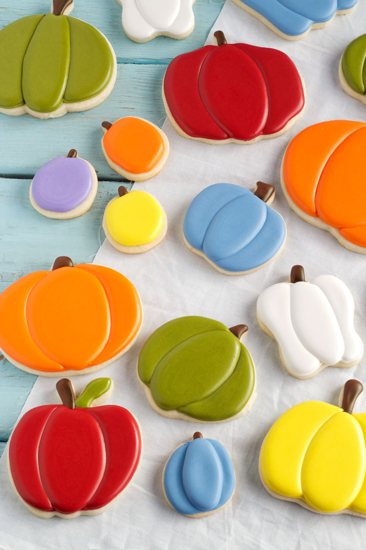 Cute Pumpkin Cookies for Fall - Simple Sugar Cookies with Royal icing www.thebearfootbaker.com