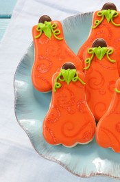 Decorated Pumpkin Cookies are Easy Sugar Cookies Decorated with Royal Icing via www.thebearfootbaker