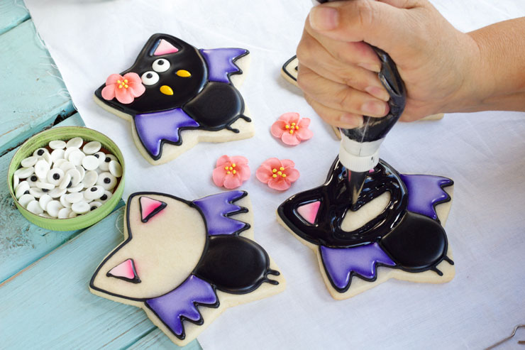 Easy Bat Cookies for Halloween- Girl bats via www.thebearfoootbaker.com