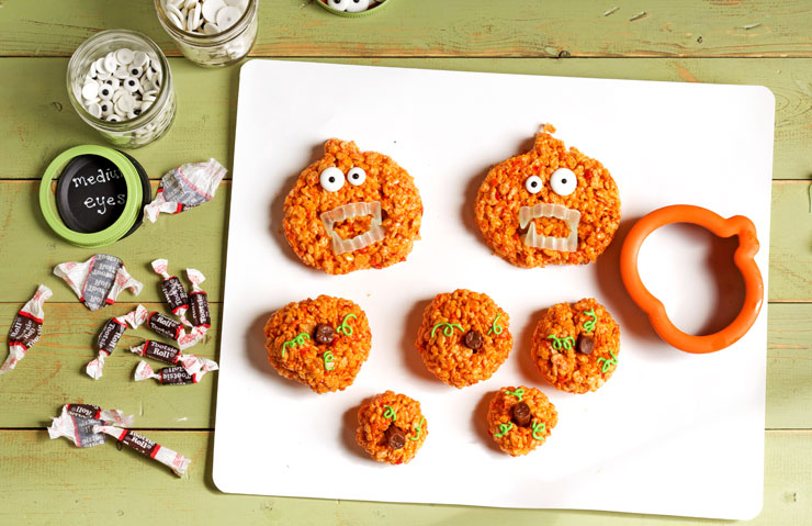 Easy Pumpkin Rice Krispie Treat Zombies for Halloween by thebearfootbaker.com