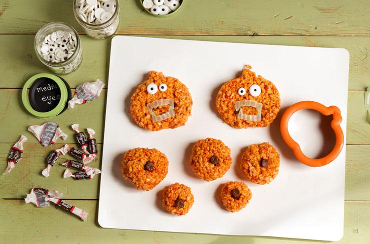 Easy Pumpkin Rice Krispie Treat Zombies for Halloween via www.thebearfootbaker.com