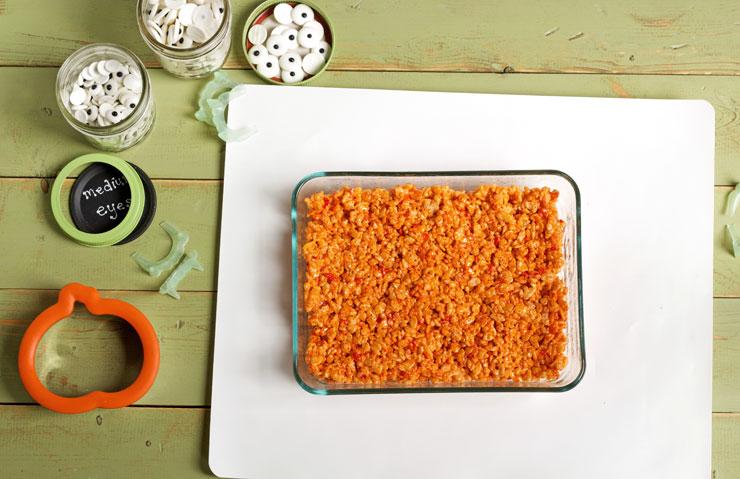 Easy Pumpkin Rice Krispie Treat Zombies for Halloween with thebearfootbaker.com