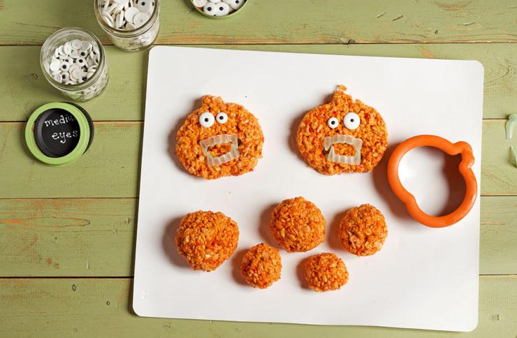 Easy Pumpkin Rice Krispie Treat Zombies for Halloween www.thebearfootbaker.com