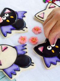 Simple Bat Cookies for Halloween- Girl bats by www.thebearfoootbaker.com