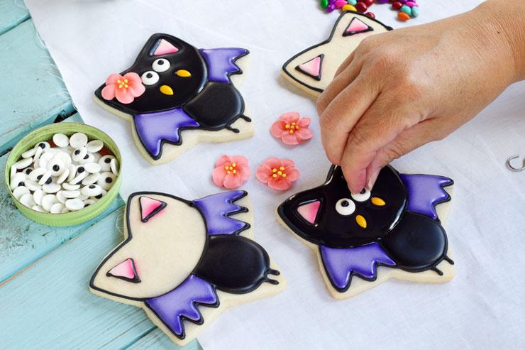 Simple Bat Cookies for Halloween- Girl bats by www.thebearfoootbaker.com