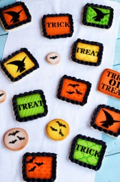Simple Halloween Cookies via www.thebearfootbaker.com