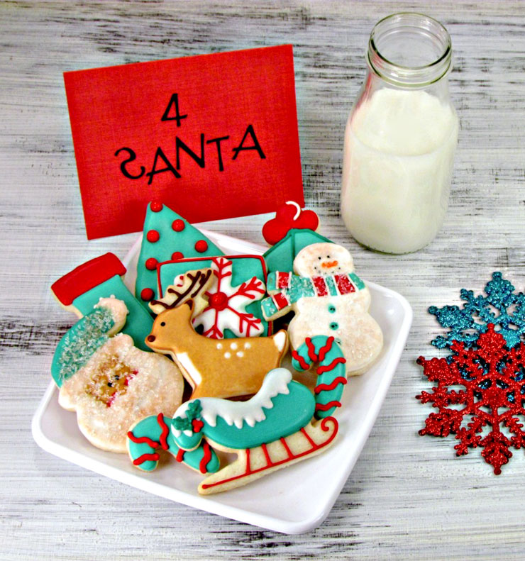 aqua red decorated christmas cookies via wwwthebearfootbakercom - Simple Christmas Cookies