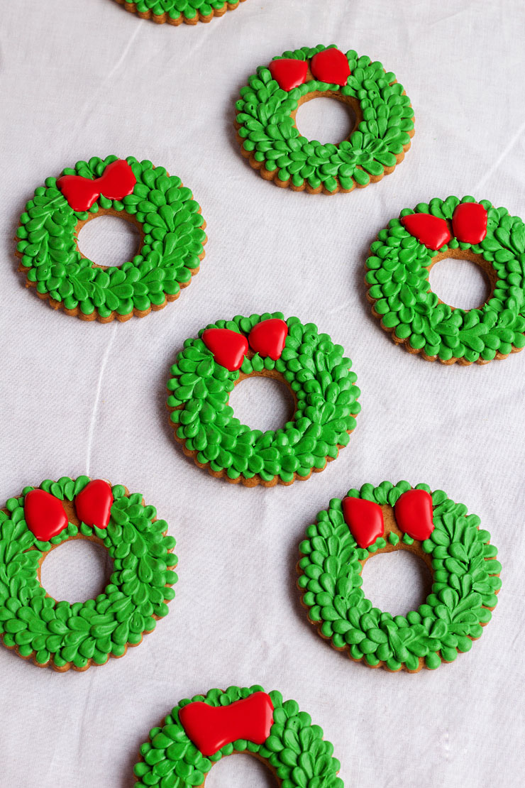Easy Christmas Wreath Cookies - Sugar Cookies Decorated with Royal Icing with thebearfootbaker.com