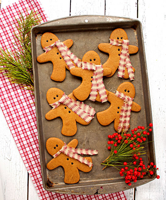 Gingerbread-Men-Cookies-as-Decorations- Decorated Christmas Cookies via-www.thebearfootbaker.com_