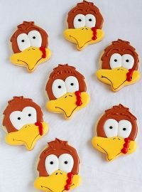 Make Cute Turkey Cookies with an Acorn Cookie Cutter. Follow this step by step tutorial and make some for Thanksgiving | The Bearfoot Baker