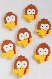 Make Cute Turkey Cookies with an Acorn Cookie Cutter. Follow this step by step tutorial and make some for Thanksgiving with www.thebearfootbaker.com