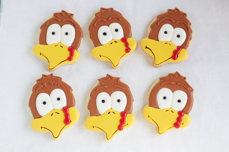 Make Cute Turkey Cookies with an Acorn Cookie Cutter. This tutorial will show you how. with thebearfootbaker.com