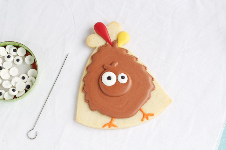 Simple Turkey Cookies - Sugar Cookies Decorated with Royal Icing via thebearfootbaker.com