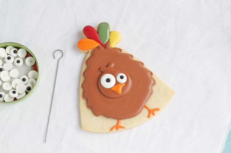 Simple Turkey Cookies - Sugar Cookies Decorated with Royal Icing via www.thebearfootbaker.com