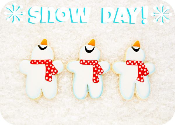 Snowmen Cookies and a Snow DAY - Decorated Christmas Cookies via wwww.thebearfootbaker.com